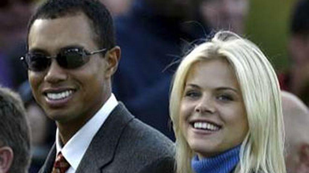 Tiger Woods y Eli Nordegren, en los tiempos en los que reían juntos. Foto archivo