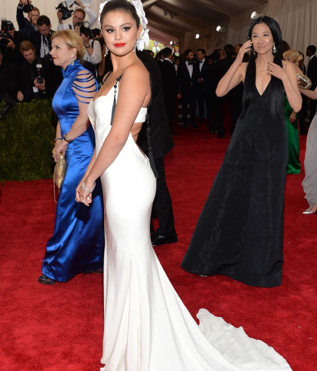 Selena Gomez vestida de Vera Wang
