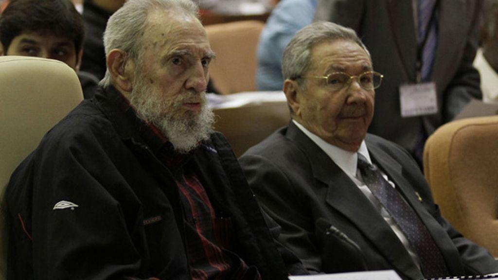Fidel Castro asiste a la sesión de constitución de la Asamblea Nacional cubana