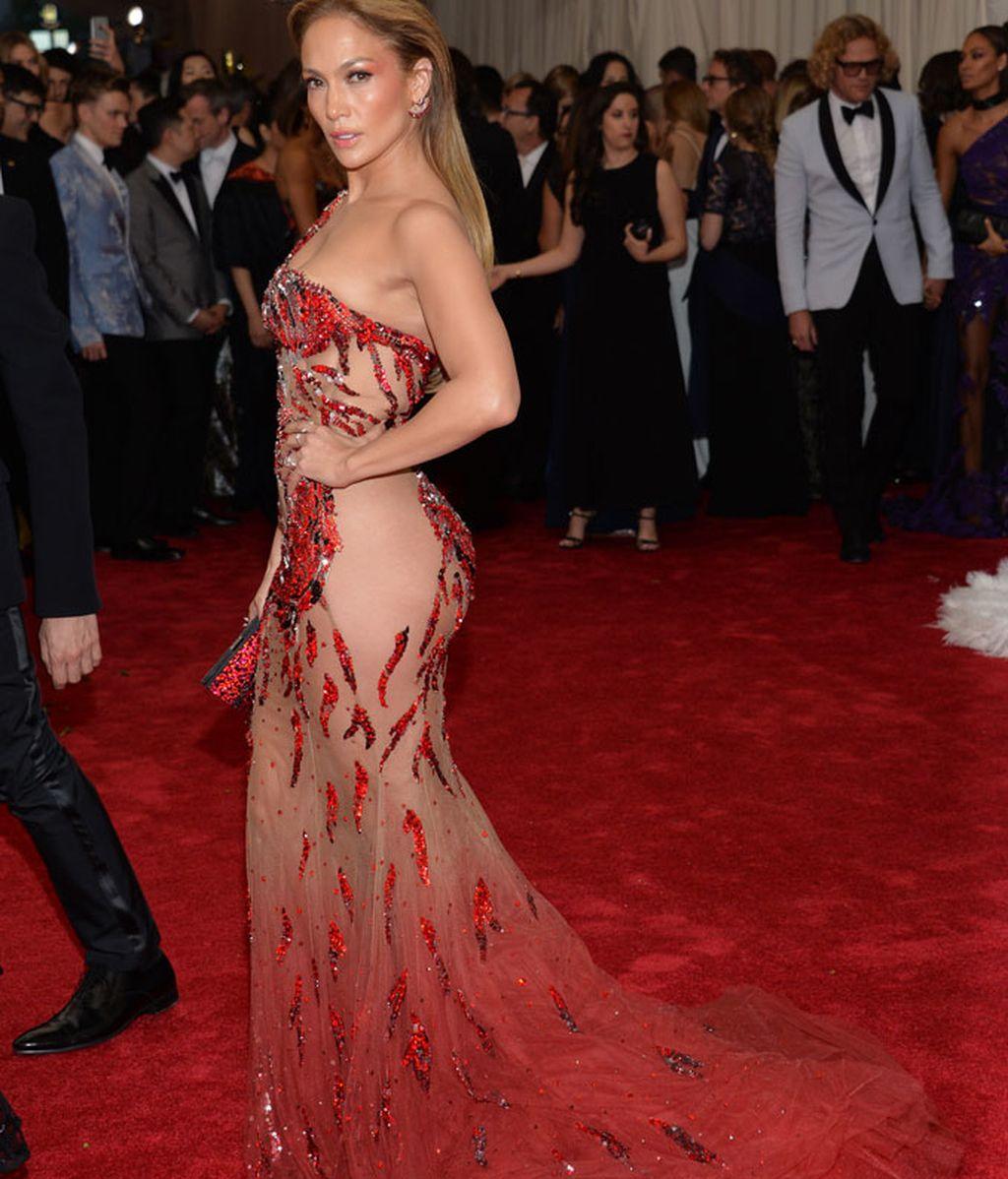 Jennifer Lopez con vestido de Atelier Versace