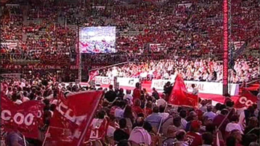 """Miles de sindicalistas corean """"Zapatero dimisión"""" en un acto de UGT y CC.OO."""