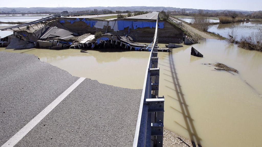 Más de un centenar de personas permanecen desalojadas por la crecida del Ebro