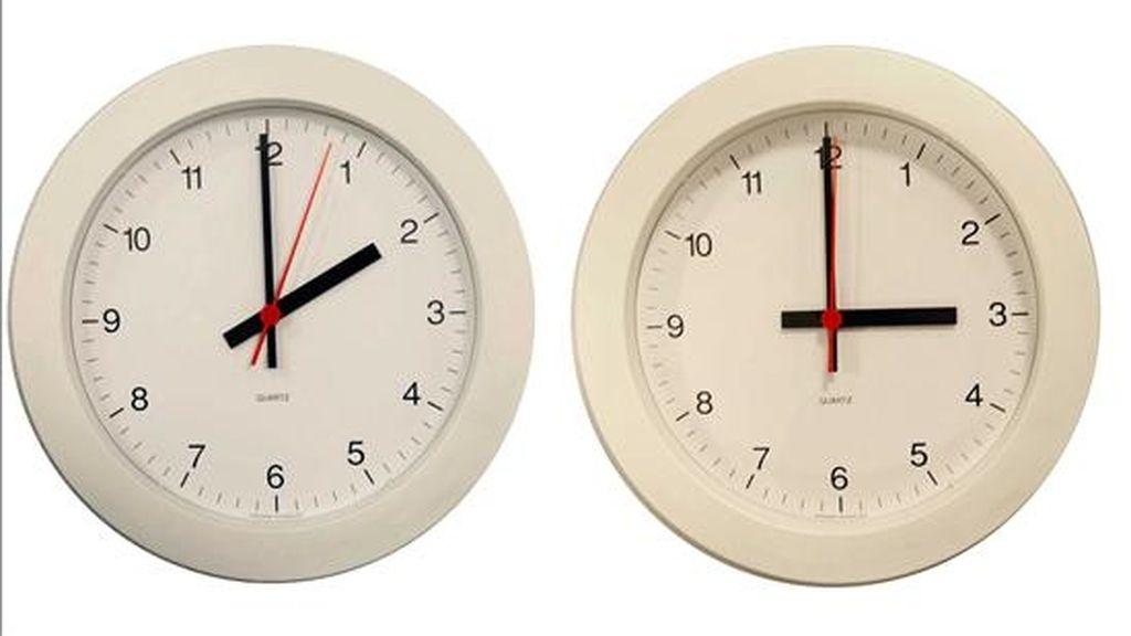 La madrugada del sábado al domingo comienza el horario de verano y los relojes se adelantan una hora, con lo que a las 2.00 serán las 3.00. EFE