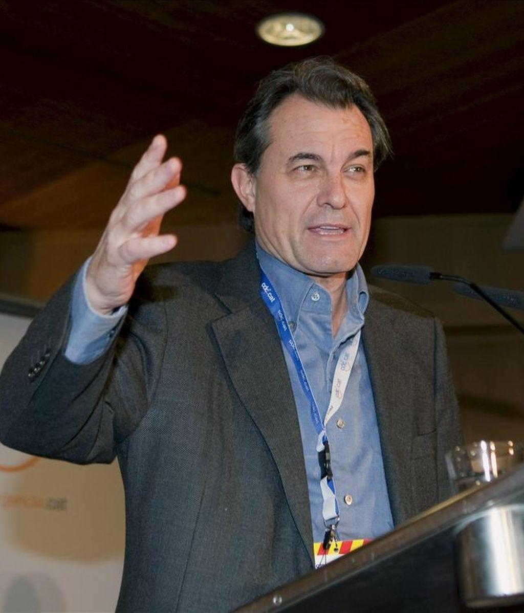 El presidente de la Generalitat, Artur Mas, durante su intervención en el Consell Nacional del partido celebrado hoy en Barcelona, donde ha sido elegido Oriol Pujol como nuevo secretario general adjunto de CDC. EFE
