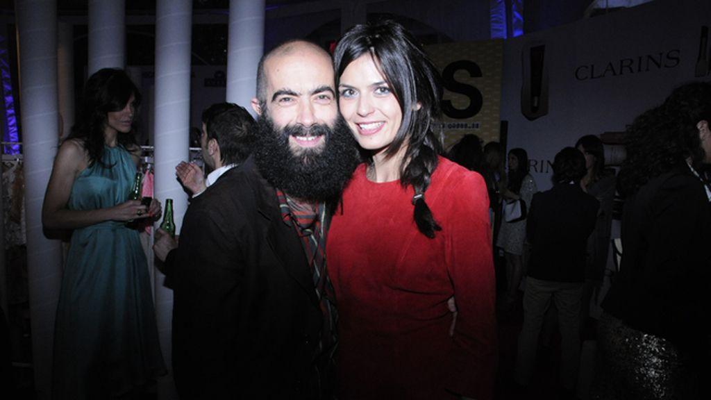 El diseñador Carlos Díez junto a la modelo María Reyes
