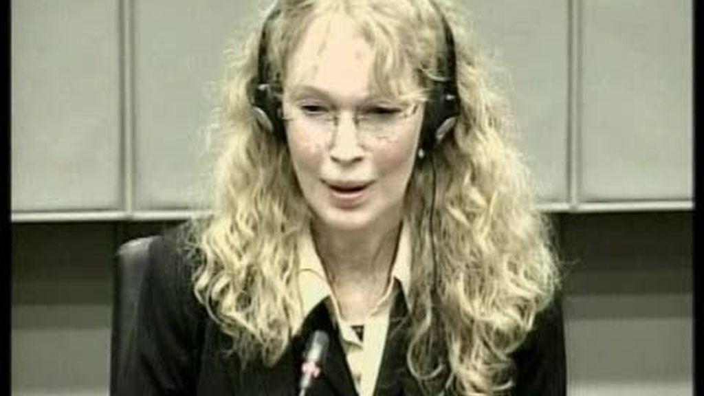 Mia Farrow contradice a Naomi Cambell en el caso de los diamantes de sangre