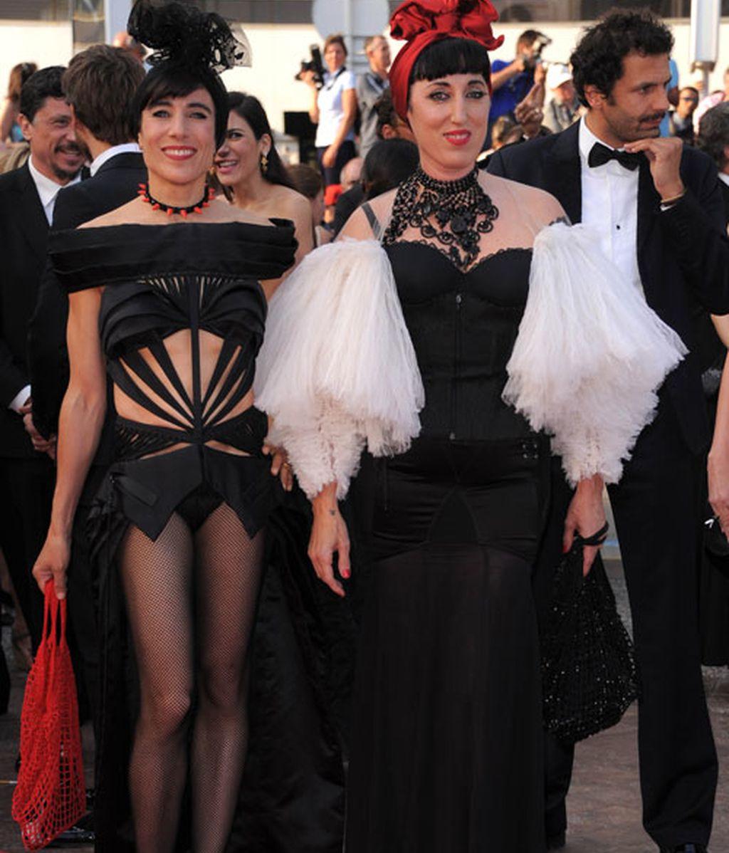 Modelitos y modelazos en la alfombra roja de Almodóvar en Cannes