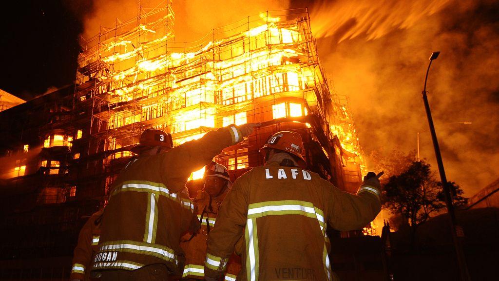 Espectacular incendio en Los Angeles