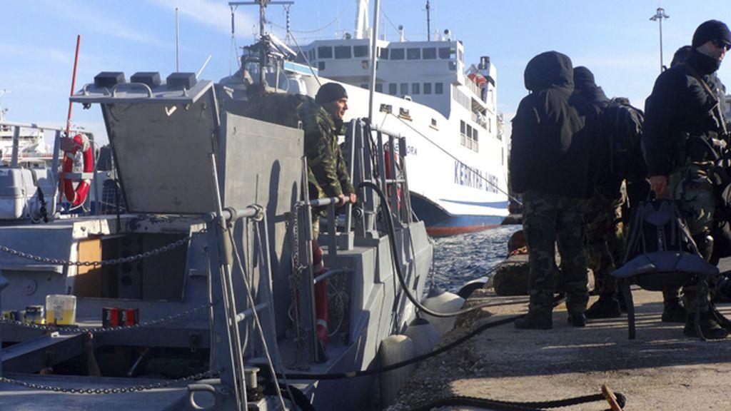 Un buque de pasajeros en aguas de Corfú envía una señal de auxilio