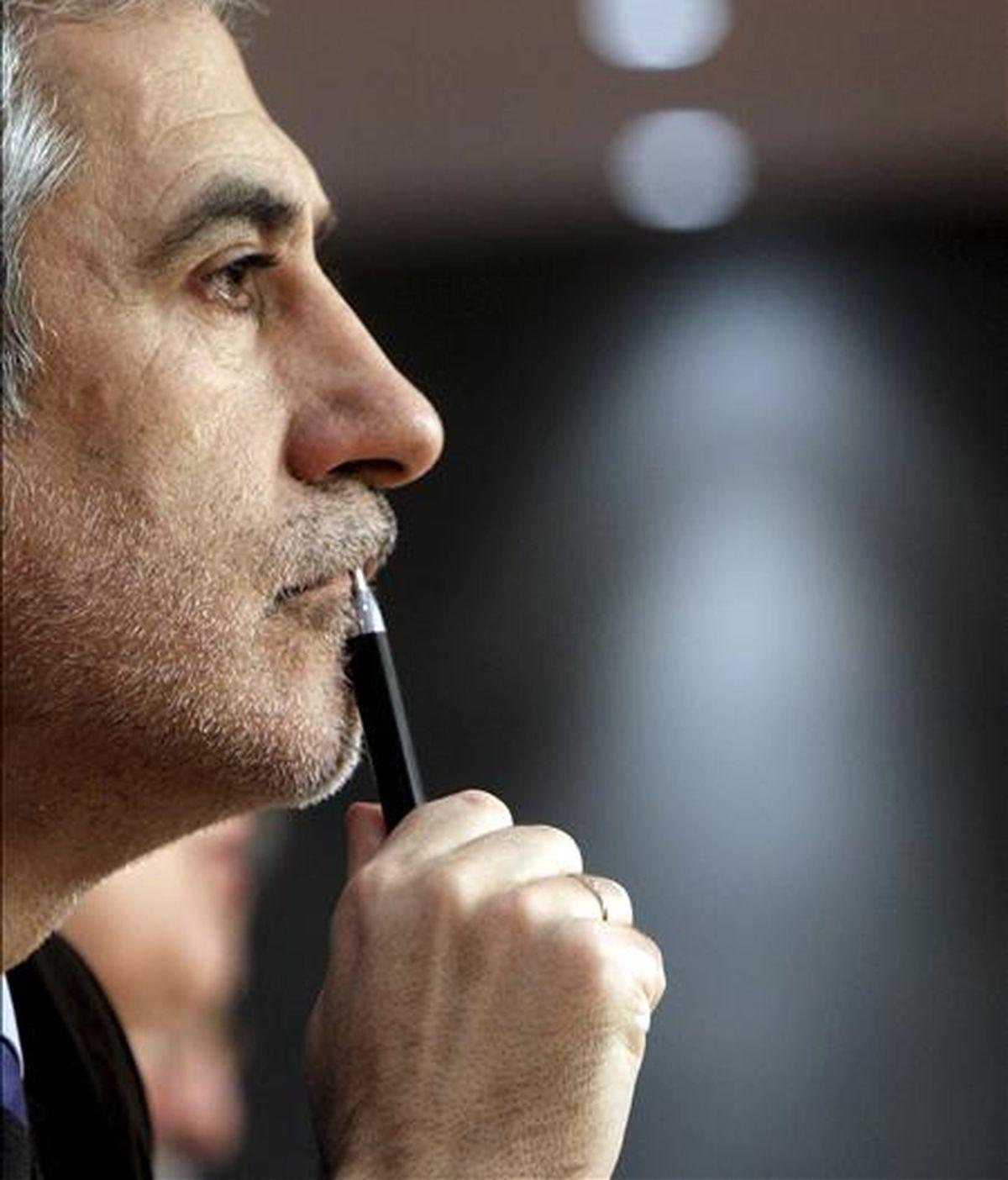 El diputado de IU, Gaspar Llamazares, durante una  rueda de prensa. EFE/Archivo