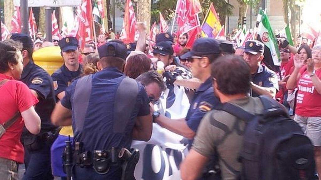 """4 detenidos por portar una pancarta de """"Ocupa el Congreso. 25-S"""""""