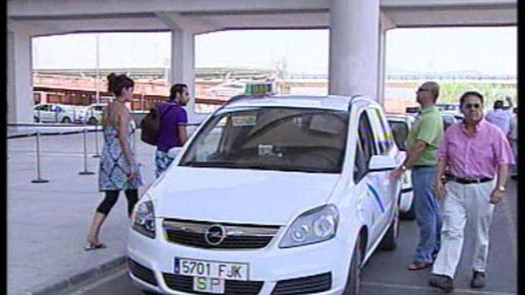 Taxistas de Málaga se revelan contra el intrusismo