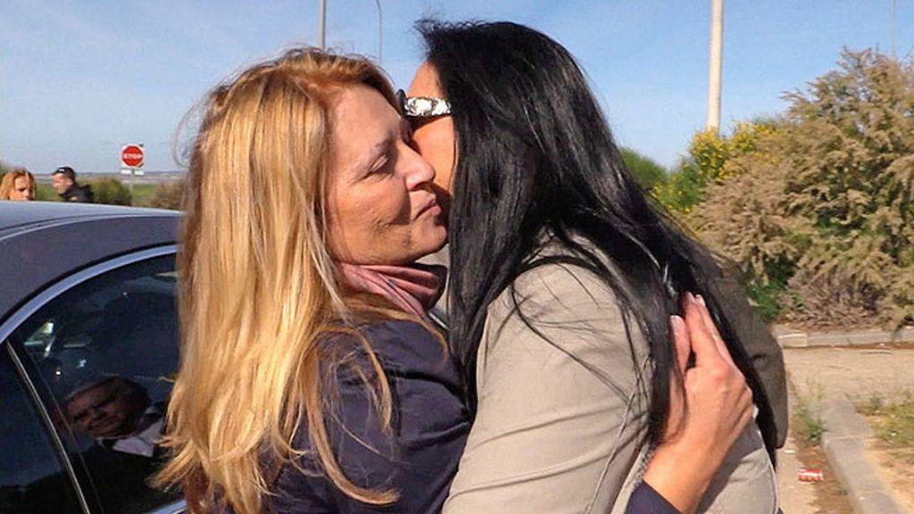 Mari Carmen y Paco, los hermanos del diestro, también acudieron a la prisión