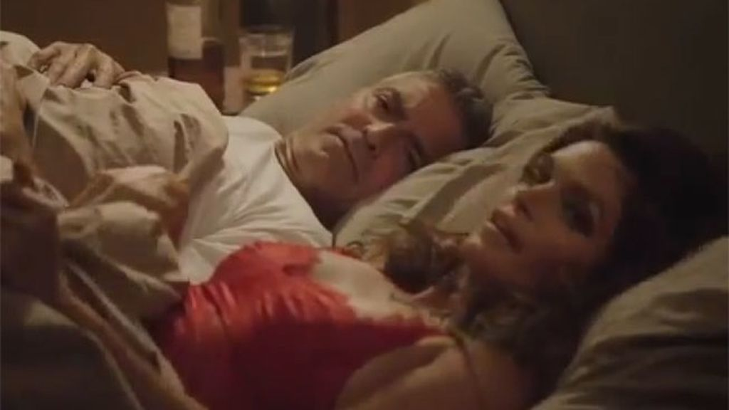 George Clooney y Cindy Crawford comparten cama durante un spot publicitario