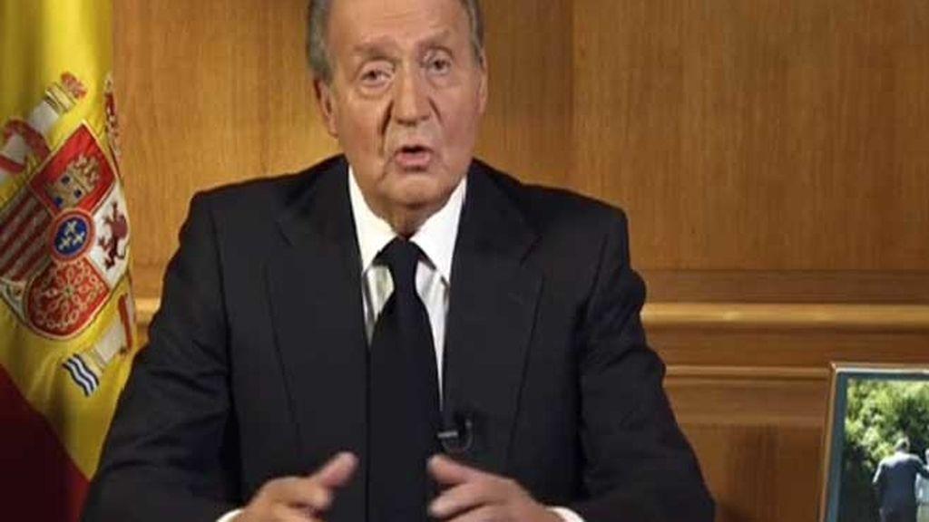 El Rey subraya que Suárez es la muestra de que los españoles pueden superar las grandes dificultades