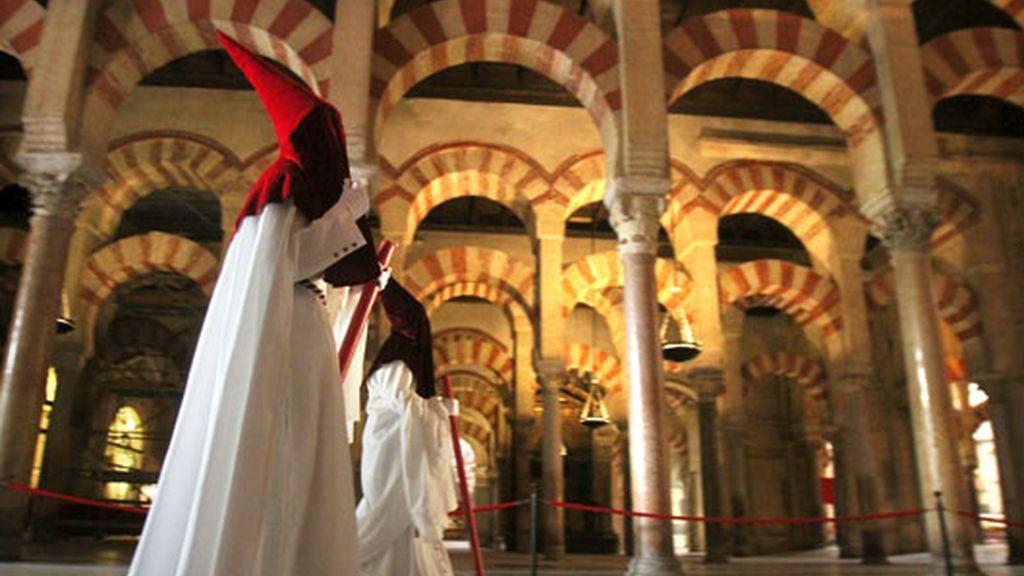 Nazarenos de la hermandad de la Veracruz (córdoba)