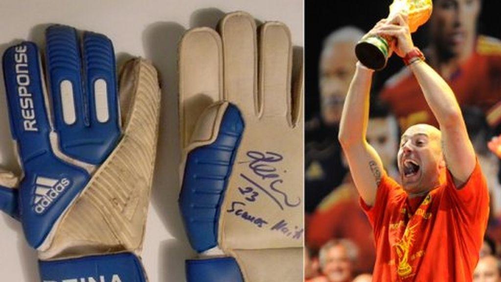 ¿Quieres unos guantes firmados por Casillas?