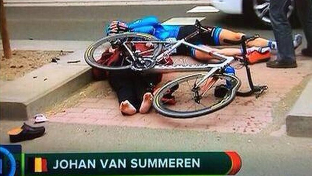 El ciclista Vansummeren arrolla a una mujer en el Tour de Flandes