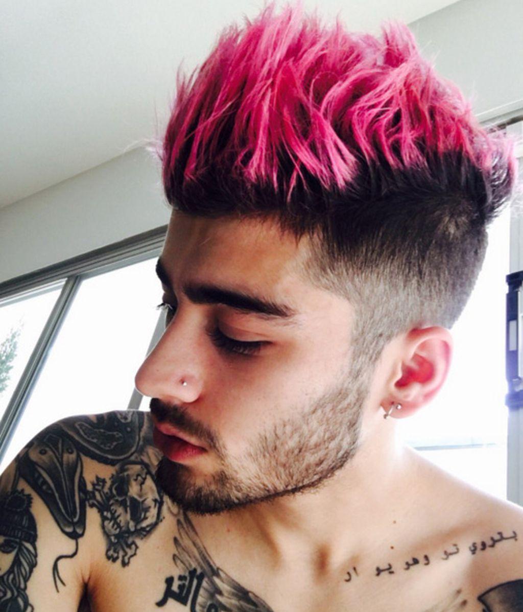 Zayn Malik con una cresta rosa