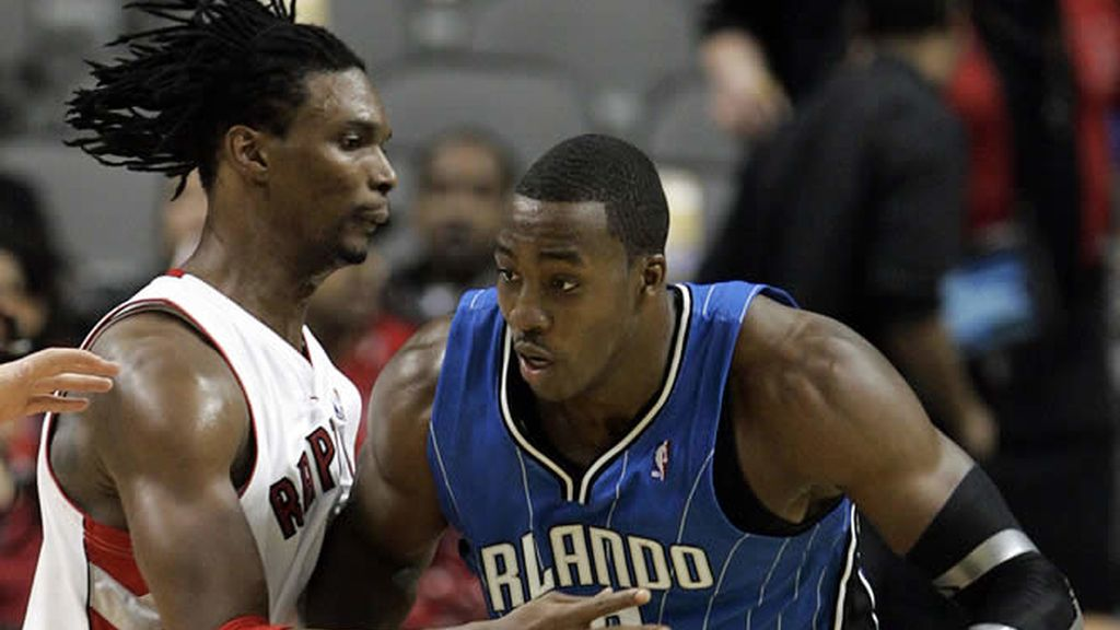 Howard, de Orlando Magic, frente a Bosh, de Toronto Raptors