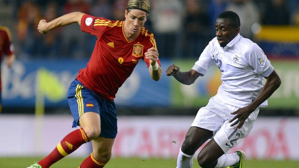 Fernando Torres vuelve a pisar el césped del Vicente Calderón cinco años después