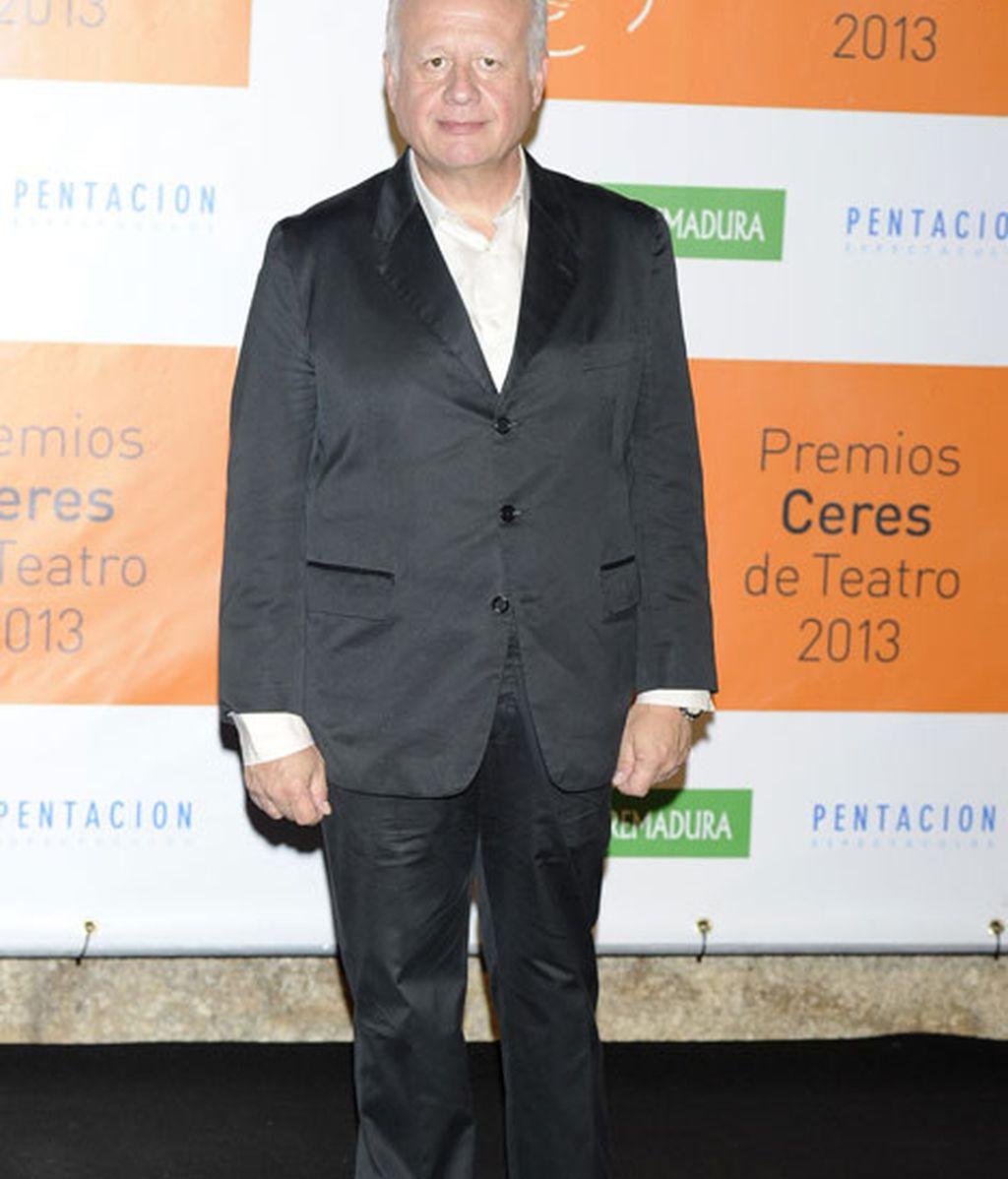 El actor Juan Echanove, con un elegante traje negro
