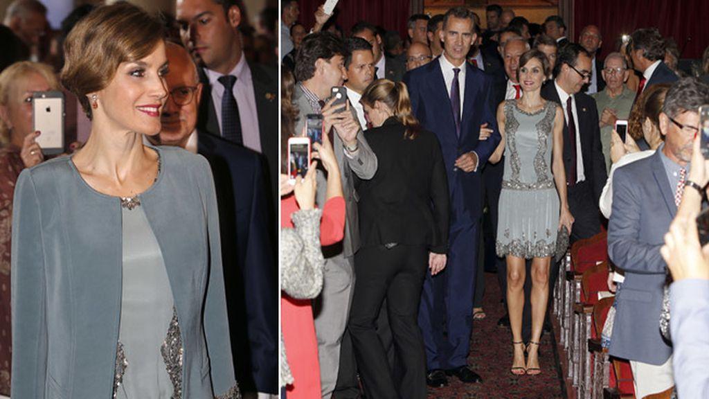 La reina Letizia elige un 'look' años 20 en la  inauguración del Festival de Cine Español