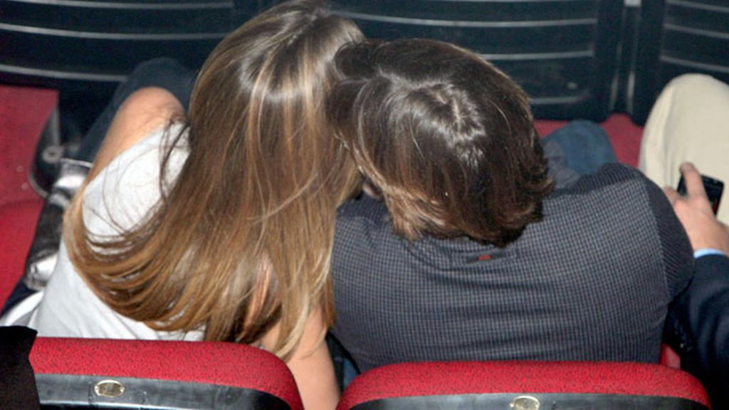 Los futuros papás Fonsi y Alba, en el concierto de Maná