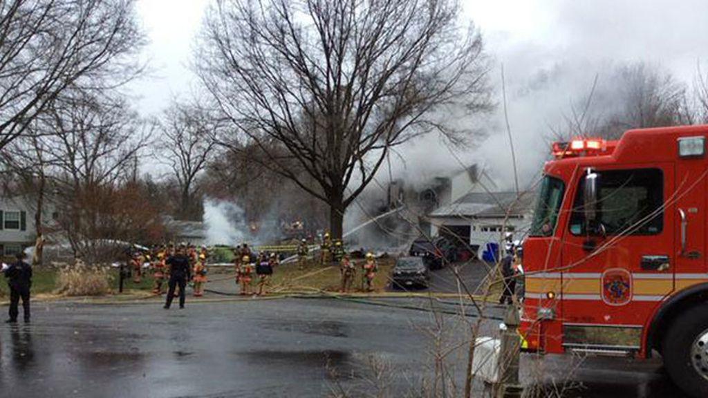 Seis personas mueren al estrellarse un jet contra una casa en Maryland