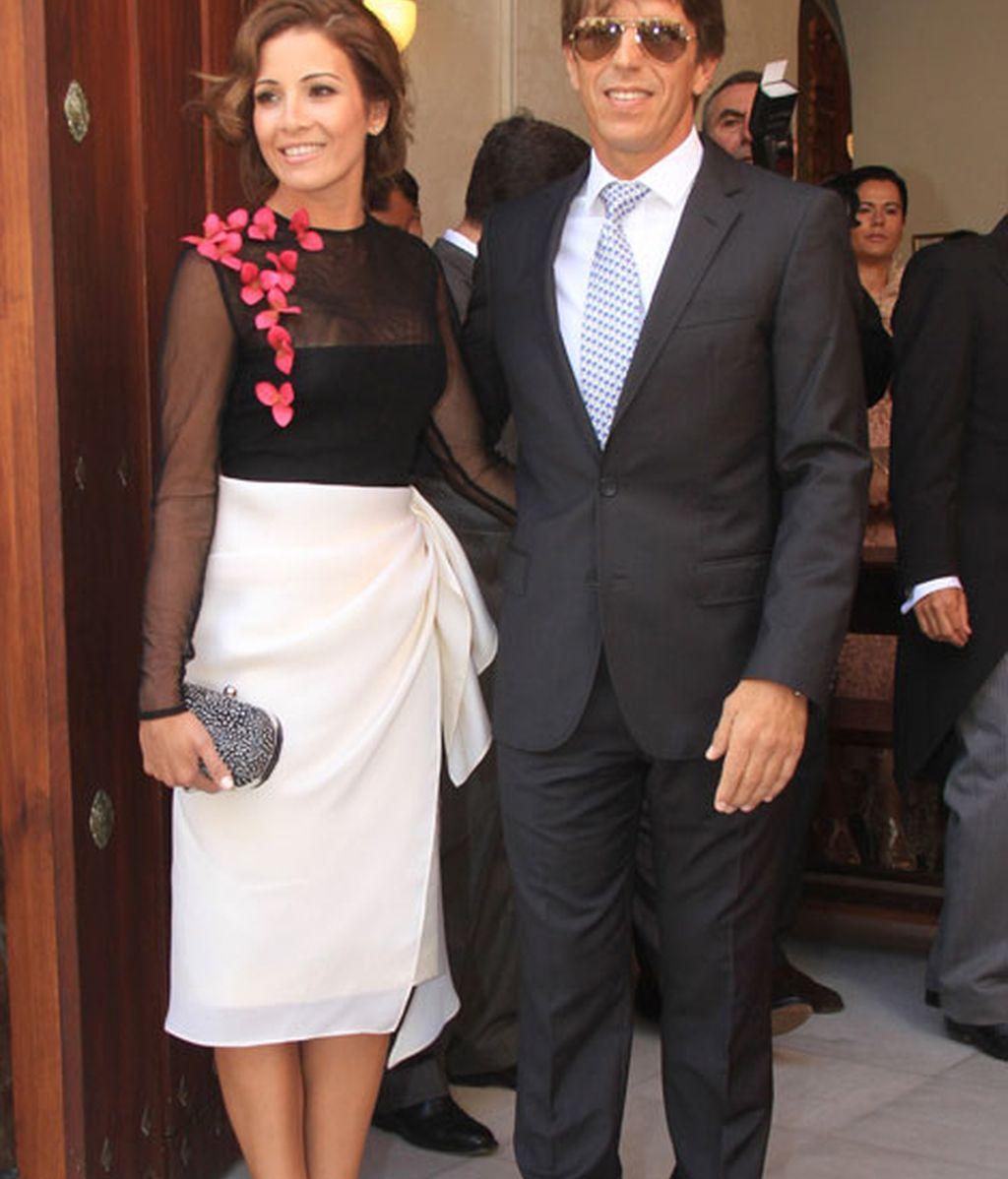 'El Cordobés', acompañado por su mujer Virginia Troconis