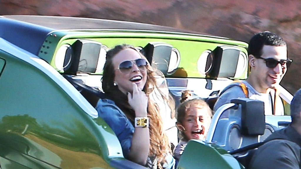 Marc Anthony presume de nueva novia junto a sus hijos en Disneyland