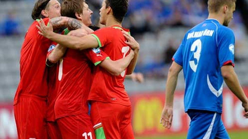 Bielorrusia celebra el gol frente a Islandia