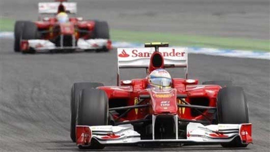 La FIA investiga el polémico adelantamiento de Alonso a Massa en la vuelta 49. Foto: Agencias