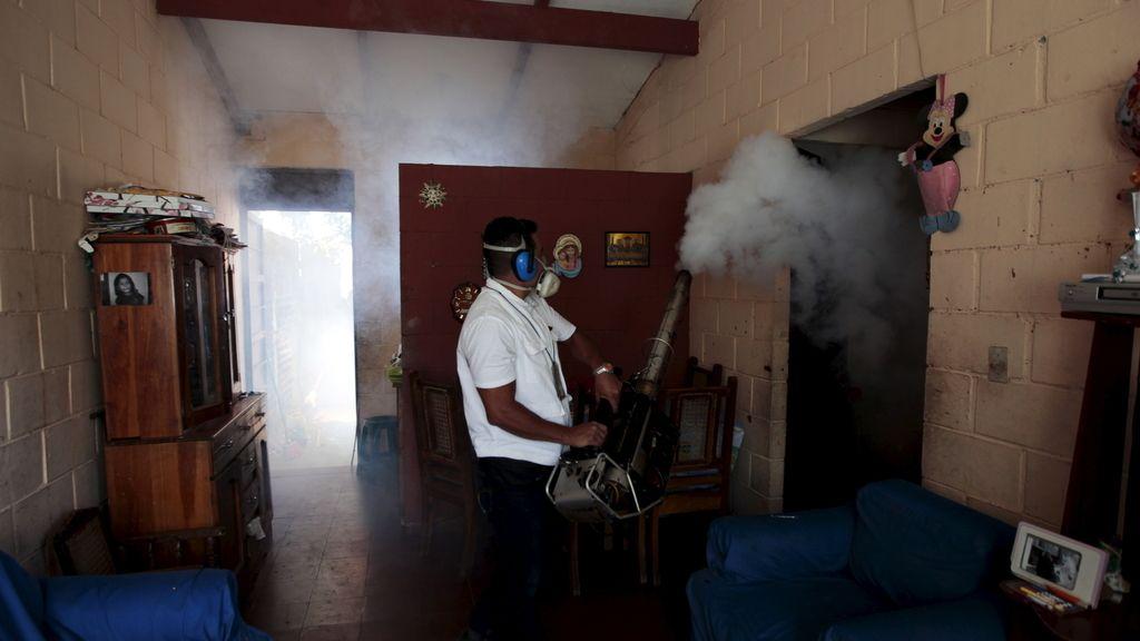 Fumigación en El Salvador contra el virus Zika