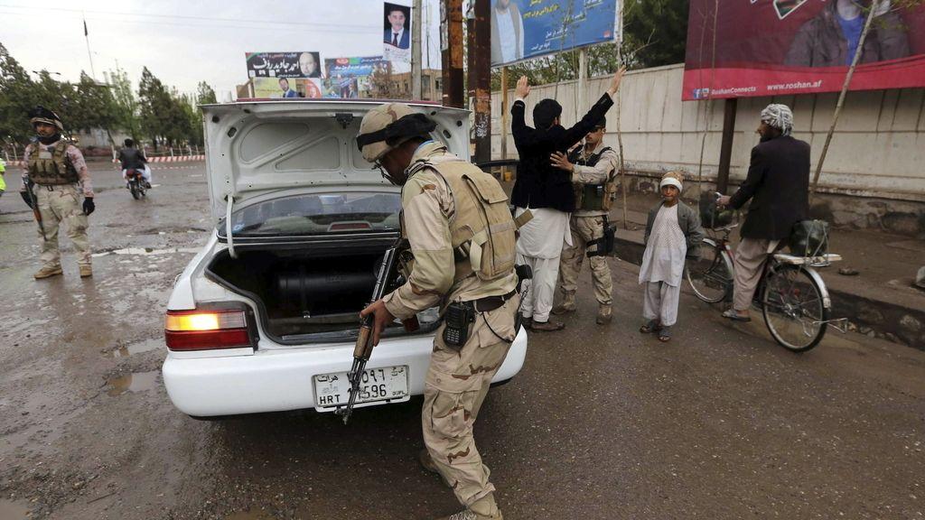 La violencia y el miedo al fraude empañan las elecciones de Afganistán