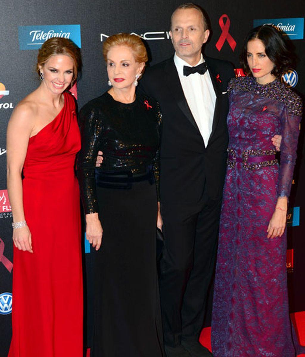 Los embajadores de la gala junto a Carolina Herrera y a Adriana Carolina Herrera