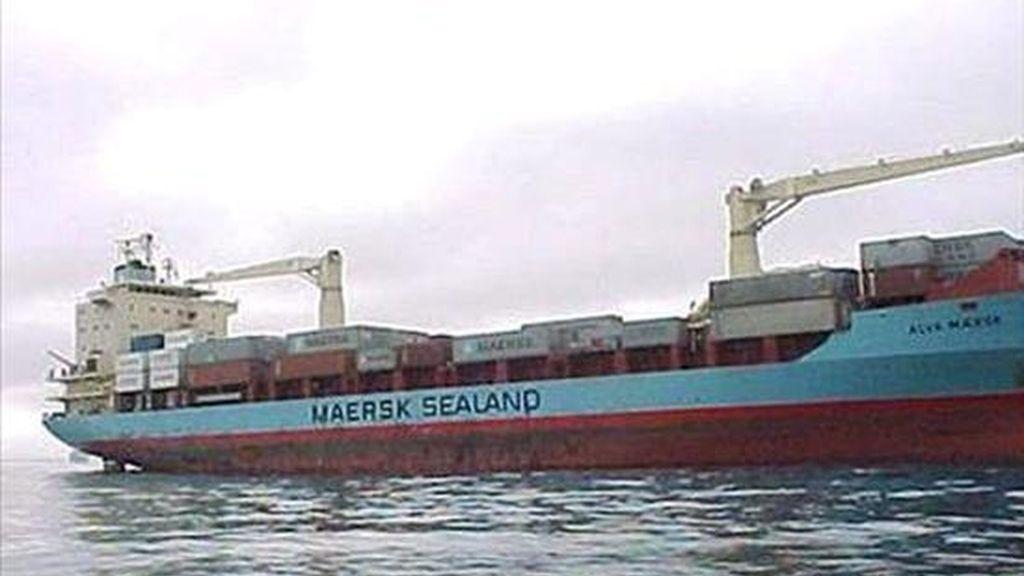 Imagen facilitada por la compañía Maersk hoy que muestra al carguero Maersk Alabama navegando en un lugar sin localizar. EFE