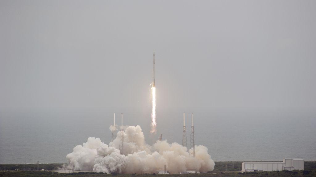 El cohete de SpaceX despega camino de la Estación Espacial Internacional