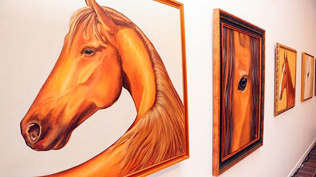 Los famosos caballos de Carla Duval ocupaban un lugar preferente en la exposición