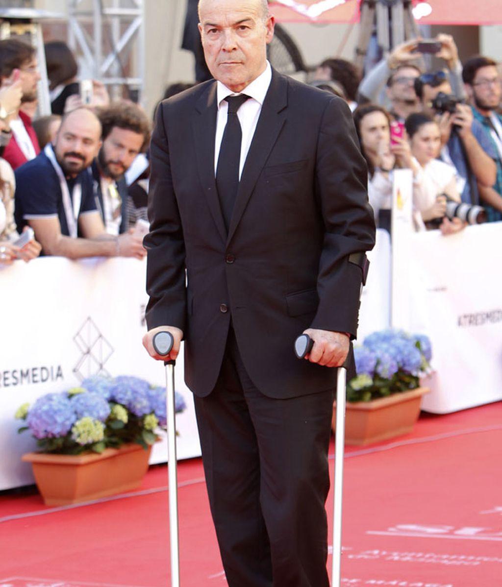 Antonio Resines se dejó ver con muletas