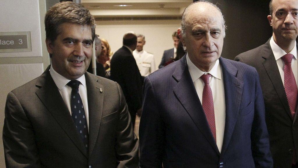 El director general de la Policía, Ignacio Cosidó, y el ministro del Interior, Jorge Fernández Díaz