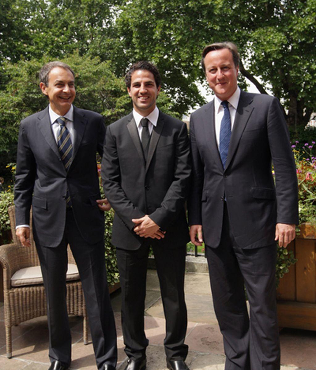 Cesc junto a David Cameron y Zapatero en una reciente recepción en Londres