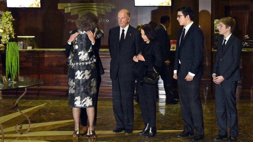 La reina Sofía estuvo muy atenta con todos los familiares
