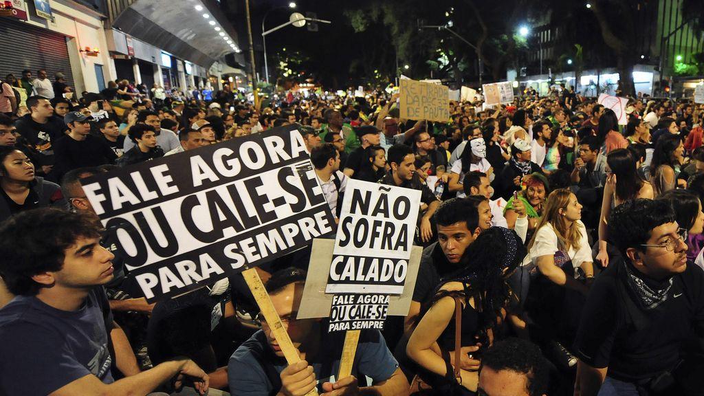 Unas 35.000 personas protestan en Sao Paulo