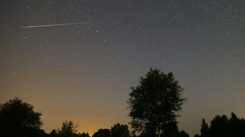 Un meteoro de las Perseidas se quema al entrar a la atmósfera, Bielorrusia