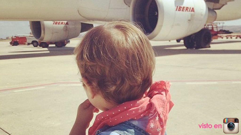 Sus primeros viajes en avión... sus hablan de él con el  hashtag #lucasmolon