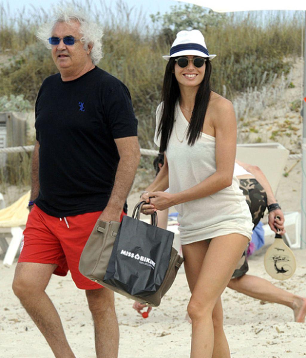 Briatore sigue presumiendo de mujer, ahora en Formentera