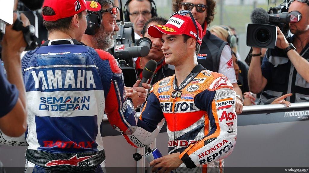 Lorenzo y Pedrosa se felicitan tras la clasificación del GP de Italia