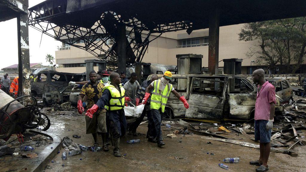 Un centenar de muertos por una explosión en una gasolinera en la capital de Ghana