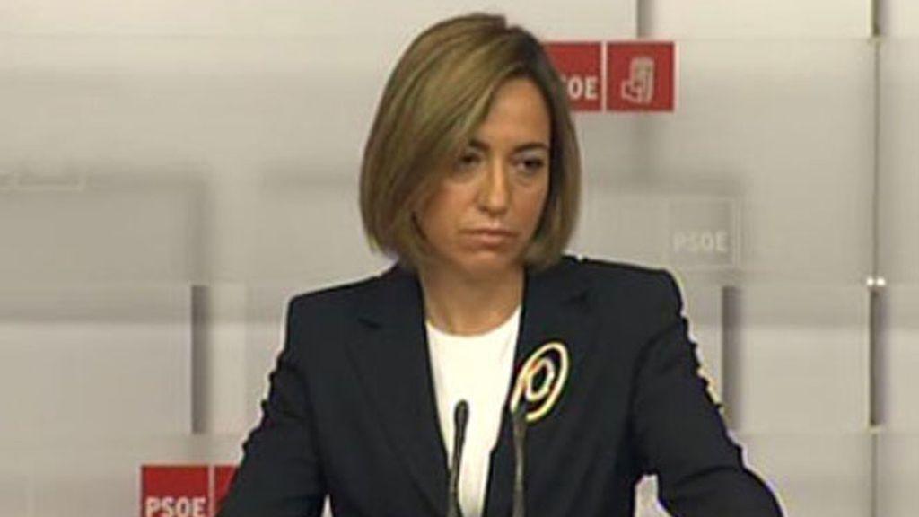 La ministra de Defensa, Carme Chacón, renuncia a sustituir a José Luis Rodríguez Zapatero como secretaria general de los socialistas.